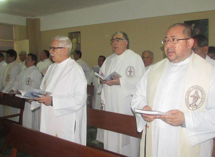 misioneros vicentinos cantando