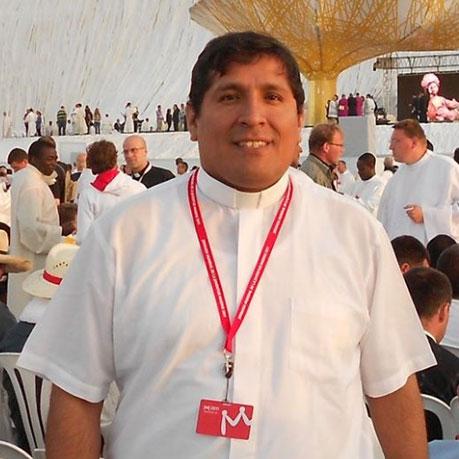 Eduardo Mendoza Garcia, Parroco